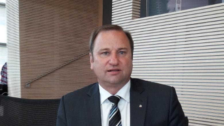 Volker Nielsen im Plenarsaal des Landtages