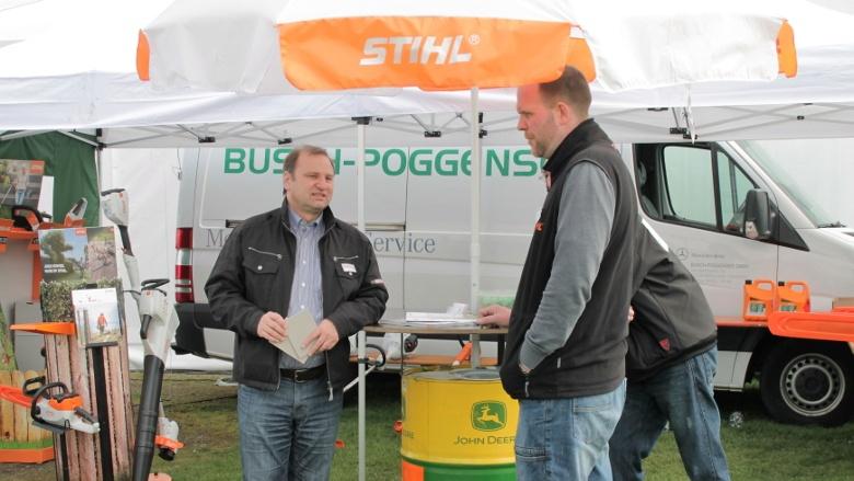 Volker Nielsen am Stand der Firma Busch Poggensse aus Alberdorf
