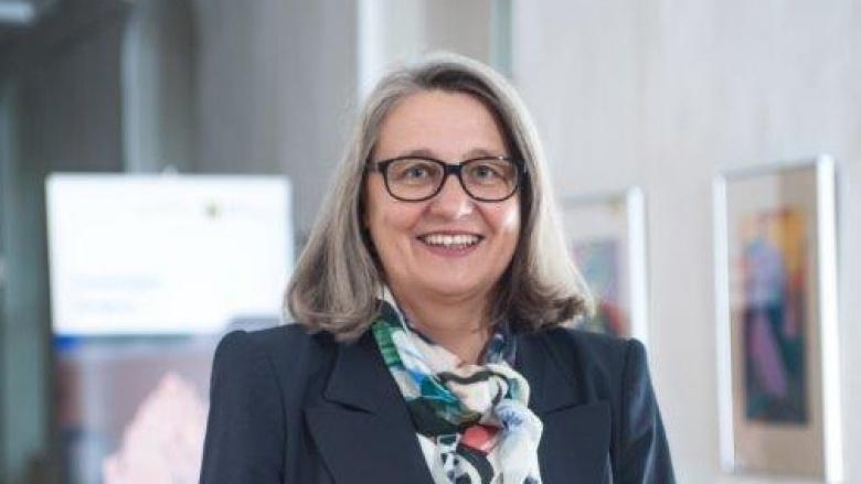 Dr. Dorit Stenke