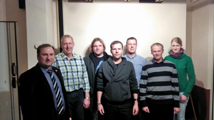 CDU-Kreisvorsitzender Volker Nielsen mit dem neuen Vorstand der CDU Barlt